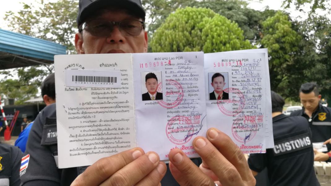 Two Lao Nationals Detained For Alledgedly Smuggling millions of Thai baht across border