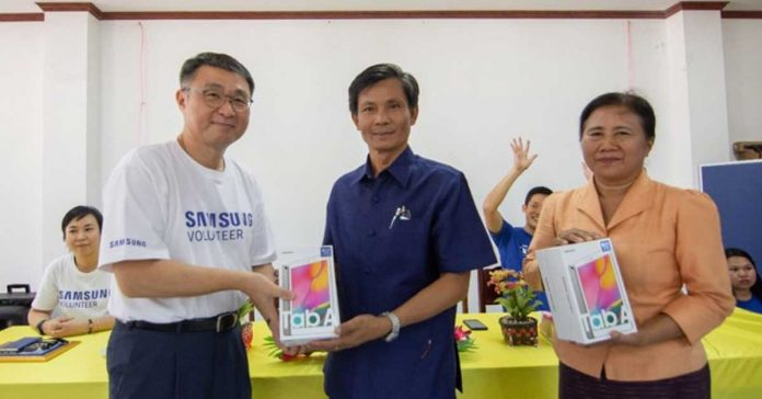 Lao Samsung Electronics Partners with WFP to Assist Deaf Students