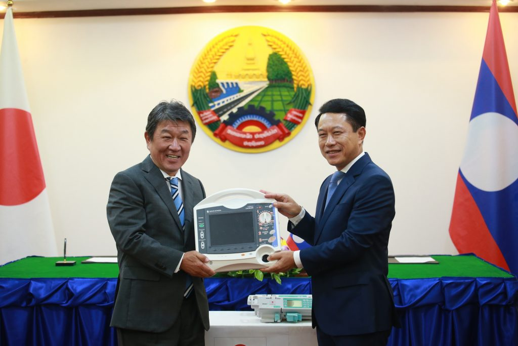 Handover of medical equipment to assist Laos in the fight against Covdi-19