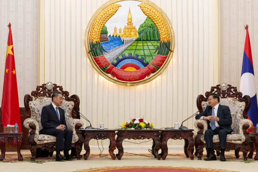 Foreign Minister Wang meets with Prime Minister Thongloun Sisoulith (Photo Xinhua)