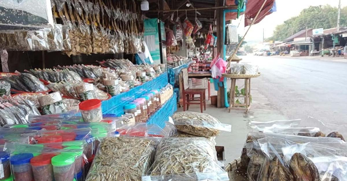 Fish products on sale at the Tha Heua Market