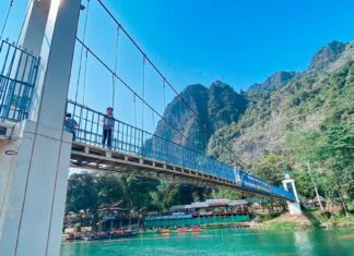 Vang Vieng Blue Bridge