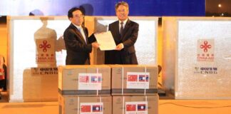 PM Phankham Viphavanh receives Covid-19 vaccines from China