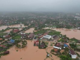 Floods in Xayaboury Province from above.jpg