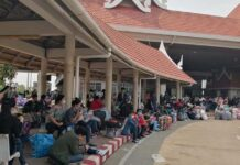 Lao migrant workers return to Savannakhet from Thailand